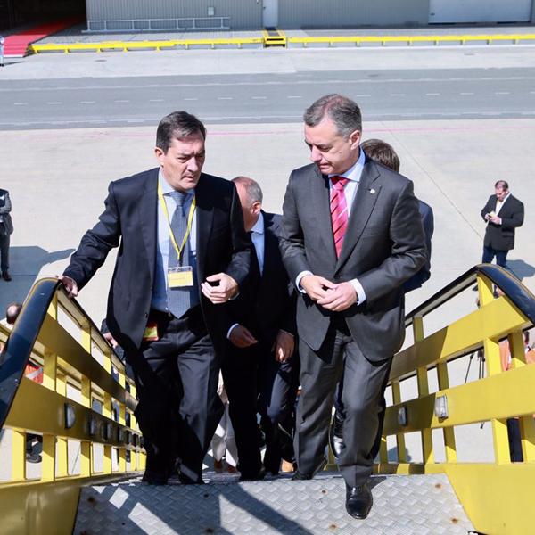 Dhl inaugura la ampliaci n de sus instalaciones en foronda for Dhl madrid oficinas